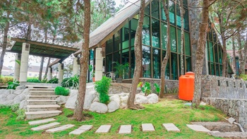 Villa Air Natural Resort Bandung - Vila Pinus B 4 Bedroom Without Breakfast Super Deals!