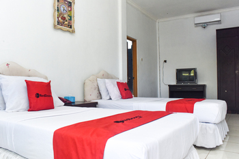RedDoorz Plus @ Tirta Kencana Hotel Ambon - RedDoorz Twin Room Long Stay Deals