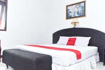 RedDoorz Plus @ Tirta Kencana Hotel Ambon - RedDoorz Premium Room Long Stay Deals