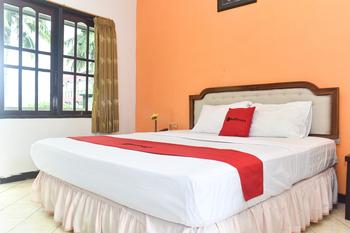 RedDoorz Plus @ Tirta Kencana Hotel Ambon - RedDoorz Room Long Stay Deals