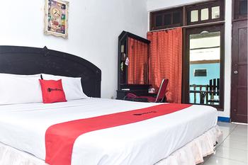 RedDoorz Plus @ Tirta Kencana Hotel Ambon - RedDoorz Suite Room Regular Plan