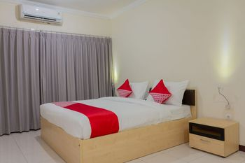 Collection O 6 Grand Palace Kemayoran Jakarta - Deluxe Double Room Regular Plan