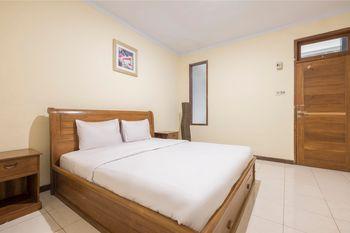 Makassar Guest House Makassar - Deluxe Double Room Regular Plan
