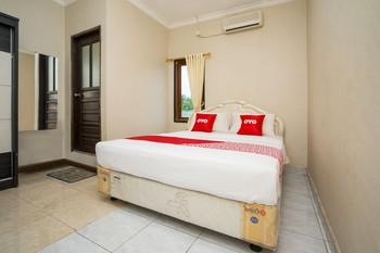 OYO 2181 Hotel Grand Yuda Kutai Kartanegara - Saver Double with Outside Bathroom Regular Plan
