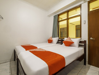 OYO 2265 Bunga Bakung Residence Bandung - Standard Twin Room Regular Plan
