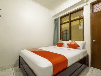 OYO 2265 Bunga Bakung Near RS Hermina Pasteur Bandung - Standard Double Room Regular Plan