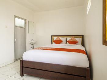 OYO 2265 Bunga Bakung Residence Bandung - Deluxe Double Room Regular Plan