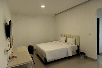 Livinn Yogya Hotel Yogyakarta - Deluxe Double Room Breakfast Regular Plan