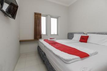 RedDoorz near Central Park Mall Jakarta - RedDoorz Room 24 Hours Deal