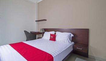 RedDoorz Plus near Ambassador Mall Setiabudi - RedDoorz Room Regular Plan
