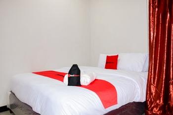 RedDoorz Plus near Mall Kelapa Gading Jakarta - RedDoorz Room Basic Deal