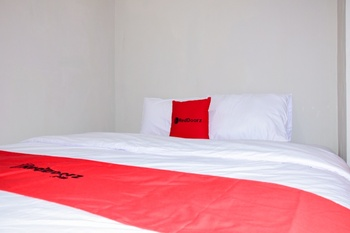 RedDoorz Plus near Mall Kelapa Gading Jakarta - RedDoorz Deluxe Regular Plan