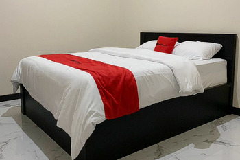 RedDoorz Syariah near Kawasan Simpang Lima Pati Pati - RedDoorz Room Regular Plan