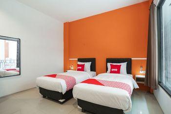 OYO Flagship 1575 Urban 18 Surabaya - Standard Twin Room Regular Plan