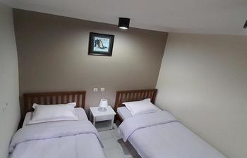 Kayumanis Homestay Syariah Jakarta - Twin Room Regular Plan