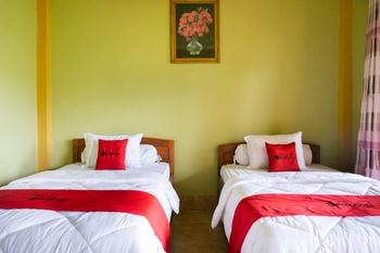 RedDoorz near Senaru Rinjani Lombok - RedDoorz Twin Room Basic Deals Promotion