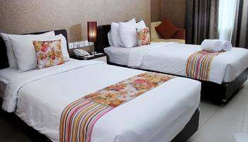 Daima Hotel  Padang - Superior Room Only Regular Plan