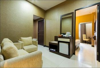 Daima Hotel  Padang - Family Room Regular Plan