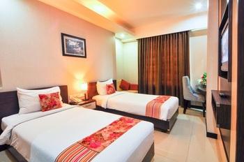 Daima Hotel  Padang - Superior Room Only Regular Plan