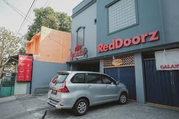 RedDoorz near RSUD Koja