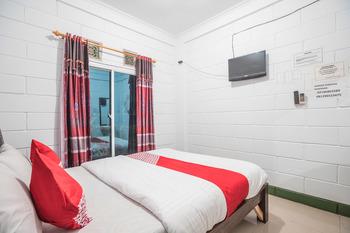 OYO 580 Losmen Cikuda Bogor - Standard Double Room Regular Plan