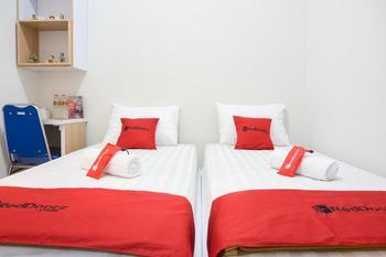 RedDoorz @ Jalan Cengger Ayam Malang - RedDoorz Twin Room LMD