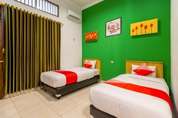 OYO 1309 Hotel Shafira Yogyakarta - Standard Twin Room Regular Plan