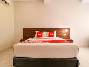 OYO 1384 Pulau Bali Hotel Bali - Deluxe Double Room Regular Plan