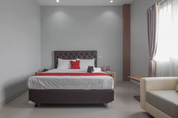 RedDoorz near Islamic Center Samarinda Samarinda - RedDoorz Room Basic Deal