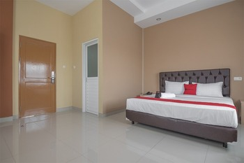 RedDoorz near Islamic Center Samarinda Samarinda - Suite Room Basic Deal