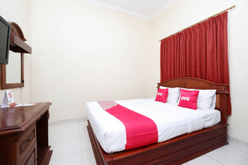 OYO 1625 Pandanaran Guest House Semarang - Deluxe Double Room Regular Plan