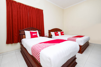 OYO 1625 Pandanaran Guest House Semarang - Suite Triple Regular Plan