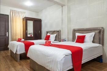RedDoorz near Pelabuhan Tanjung Perak 2 Surabaya Surabaya - Twin Room Last Minute