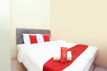 RedDoorz Syariah near Universitas Merdeka Malang Malang - RedDoorz SALE Room Regular Plan