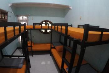 Dhika Adventure Probolinggo - Mixed Dormitory Lt.1 - For 1 Person PegipegiYuk Promo