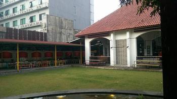 Flophouse Hostel