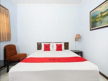 RedDoorz near Plaza Araya Malang - Family Room Regular Plan