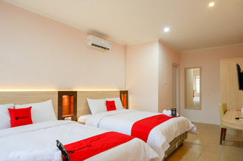 RedDoorz near Gejayan 3 Yogyakarta - RedDoorz Family Room Regular Plan