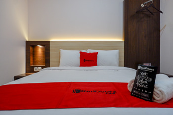 RedDoorz near Gejayan 3 Yogyakarta - RedDoorz Limited Sale Regular Plan