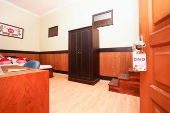 OYO 771 Kembang Kuning Residence Syariah Surabaya - Deluxe Double Room Regular Plan