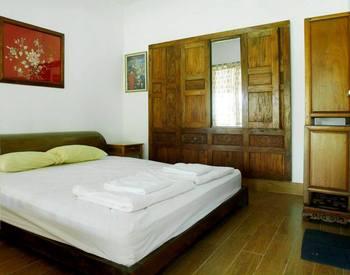 Ronia Mountain Villa Lembang Lembang - Double Room With Garden View Regular Plan