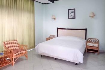 RedDoorz Plus near Tugu Mercusuar Anyer Serang - RedDoorz Room KETUPAT
