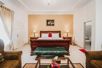 RedDoorz Plus Syariah @ Jalan Brigjend Katamso Medan Medan - RedDoorz Suite Room Regular Plan