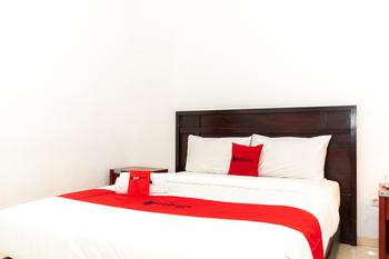 RedDoorz Plus Syariah near Java Supermall Semarang 2 Semarang - RedDoorz Room Regular Plan