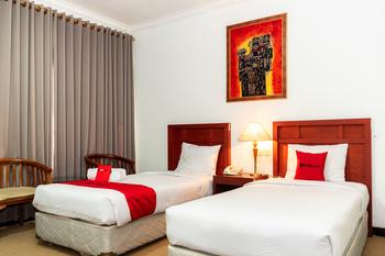 RedDoorz Plus Syariah near Java Supermall Semarang 2 Semarang - RedDoorz Deluxe Twin Room Basic Deal