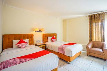 OYO 800 Hotel Yuta Manado - Deluxe Twin Room Regular Plan