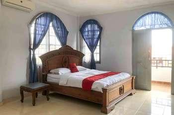 RedDoorz @ Batubulan Gianyar Bali - RedDoorz Deluxe Room Best Deal