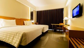 Golden Palace Lombok - Superior Room with Breakfast Promo Last Minute Plan !