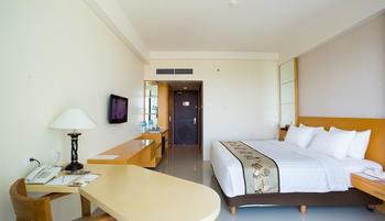 Golden Palace Lombok - Deluxe King Bed - Kamar Bebas Asap Rokok Weekend Sale
