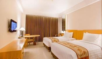 Golden Palace Lombok - Deluxe Room with Breakfast Promo Last Minute Plan !